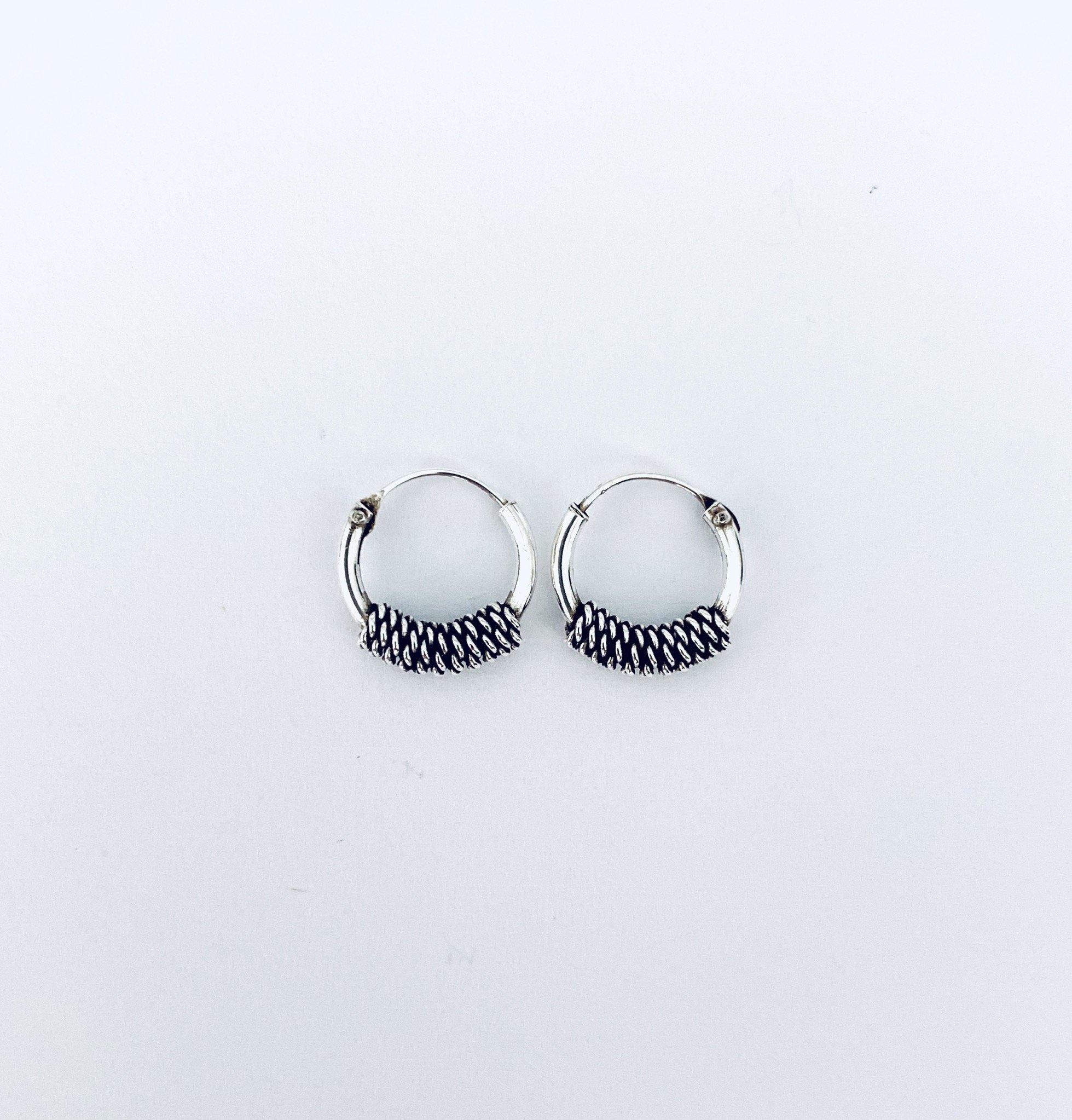 Zilveren oorringetjes. 8 mm.