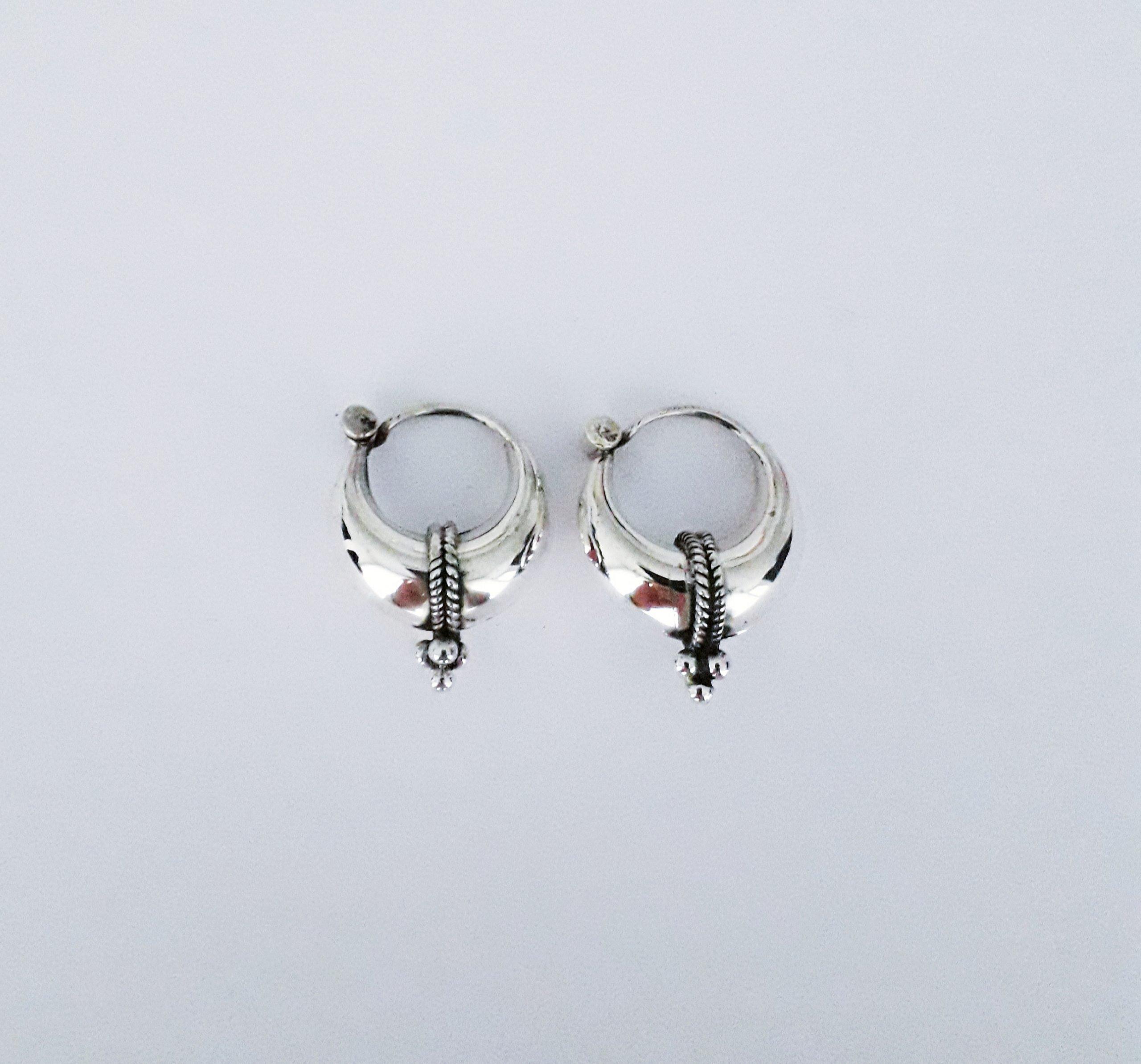 Zilveren creolen. 10 mm.