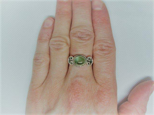 Zilveren ring met olivijn