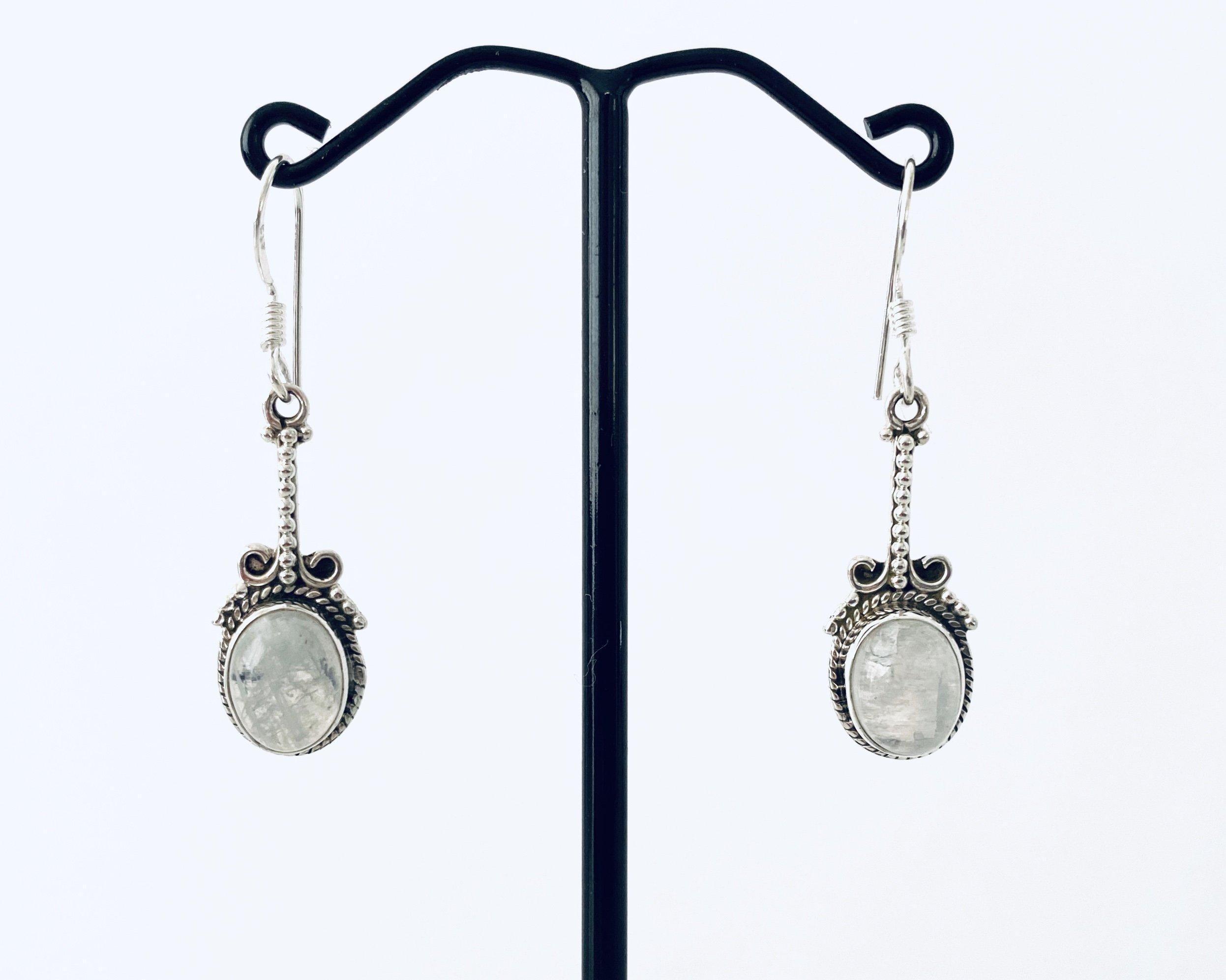 Zilveren oorbellen met maansteen