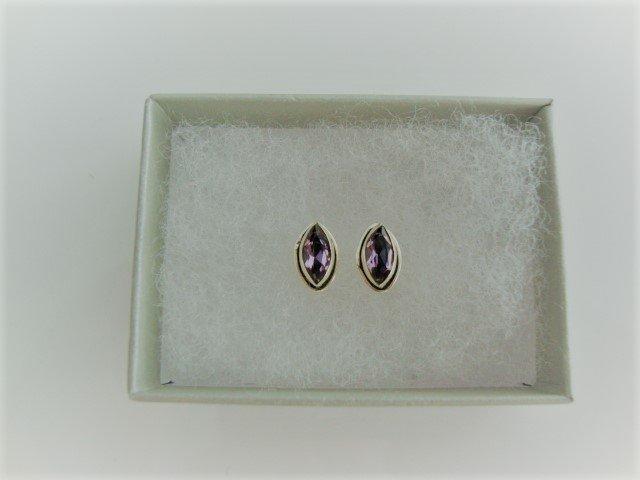 Zilveren oorstekers met amethyst