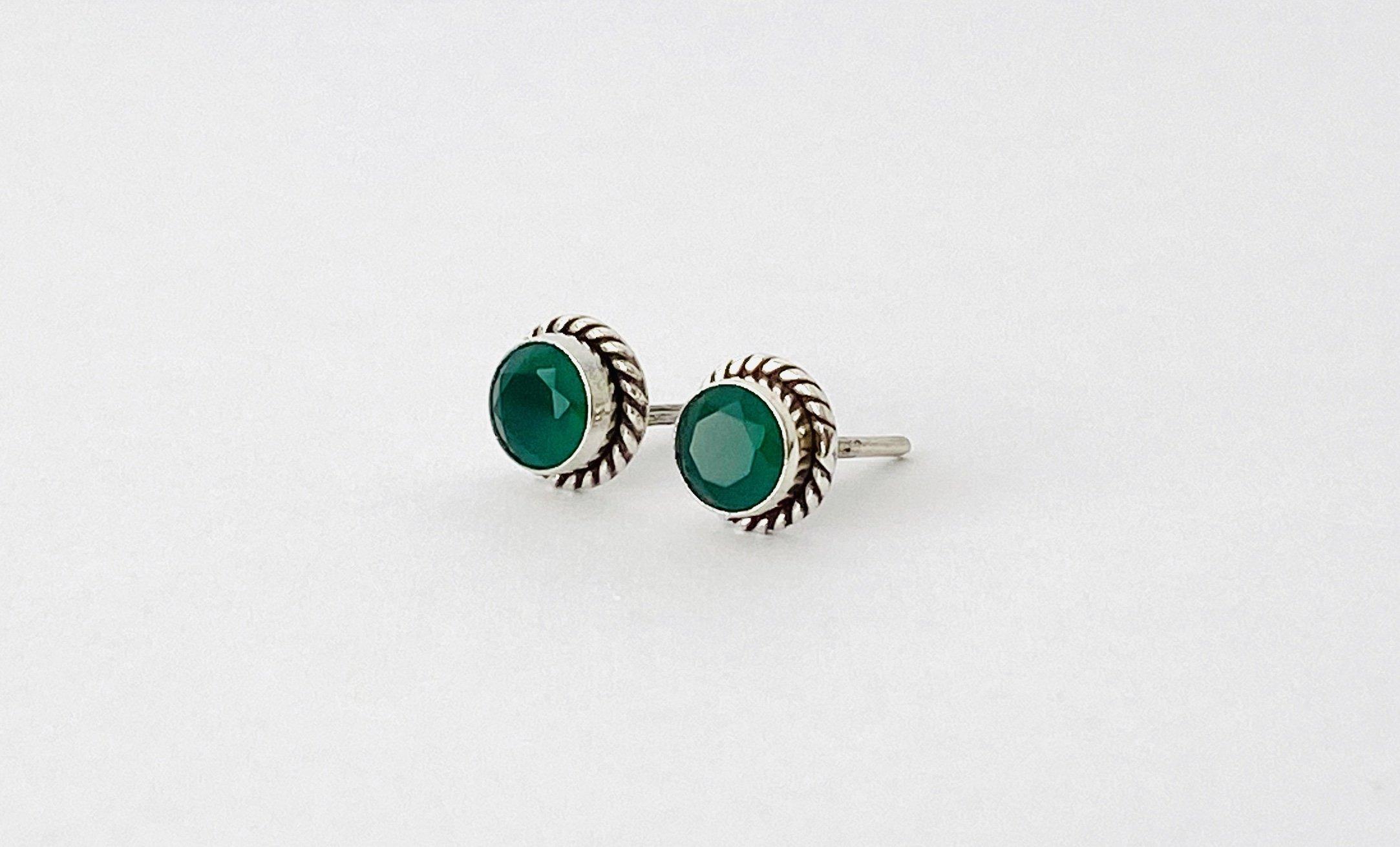 Zilveren oorstekers met groene agaat