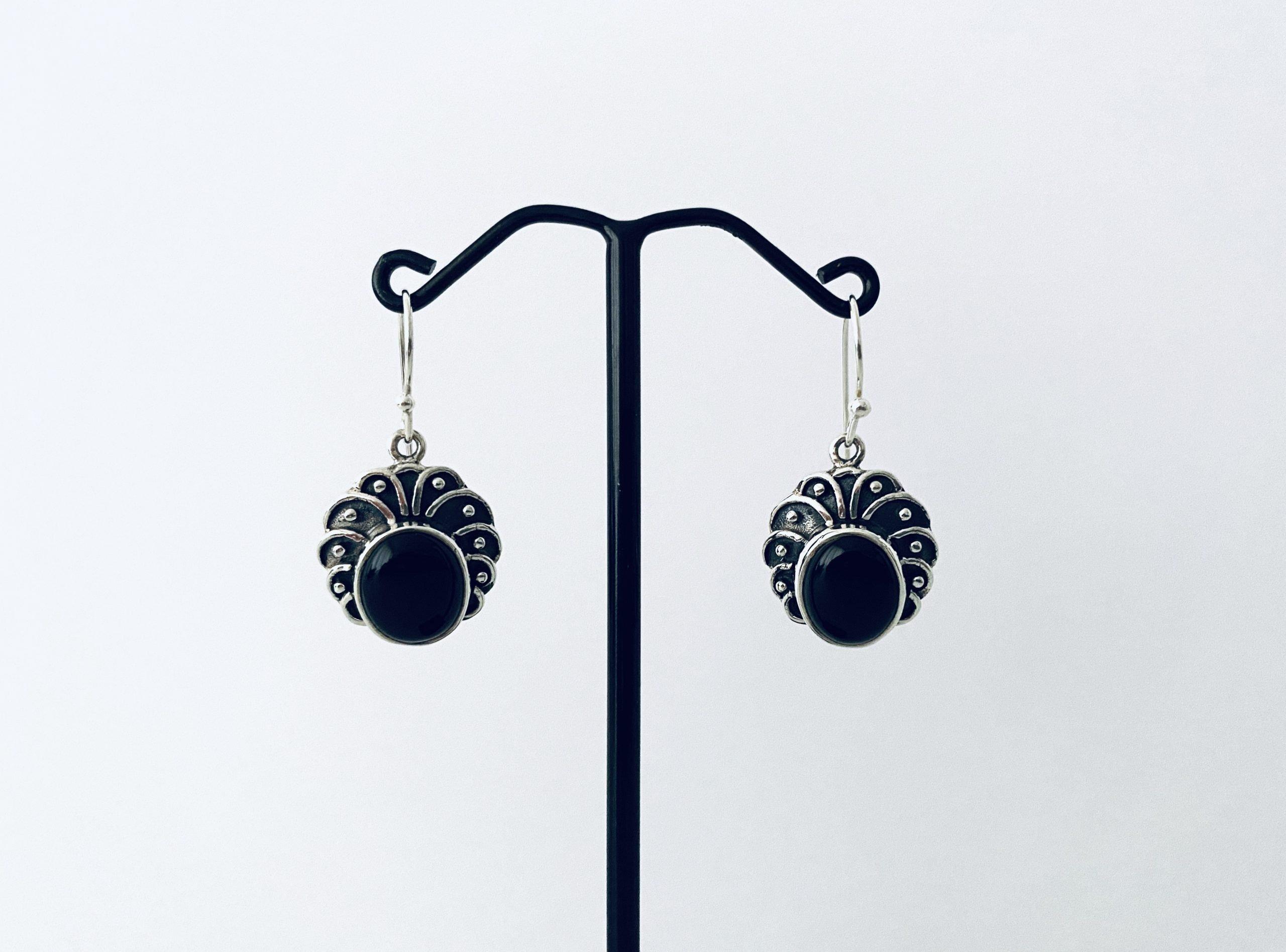 Zilveren oorbellen met onyx