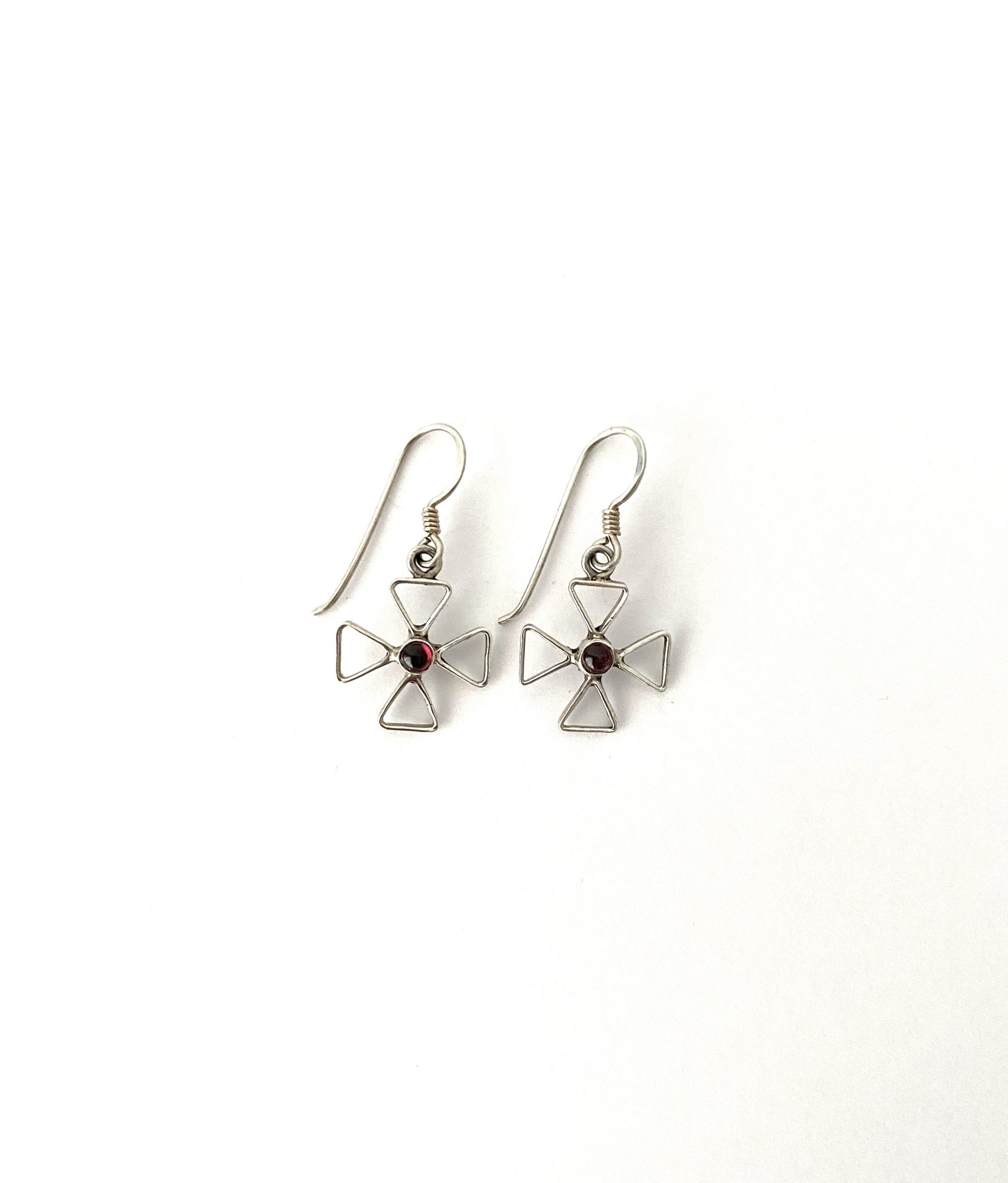 Zilveren oorbellen met granaat