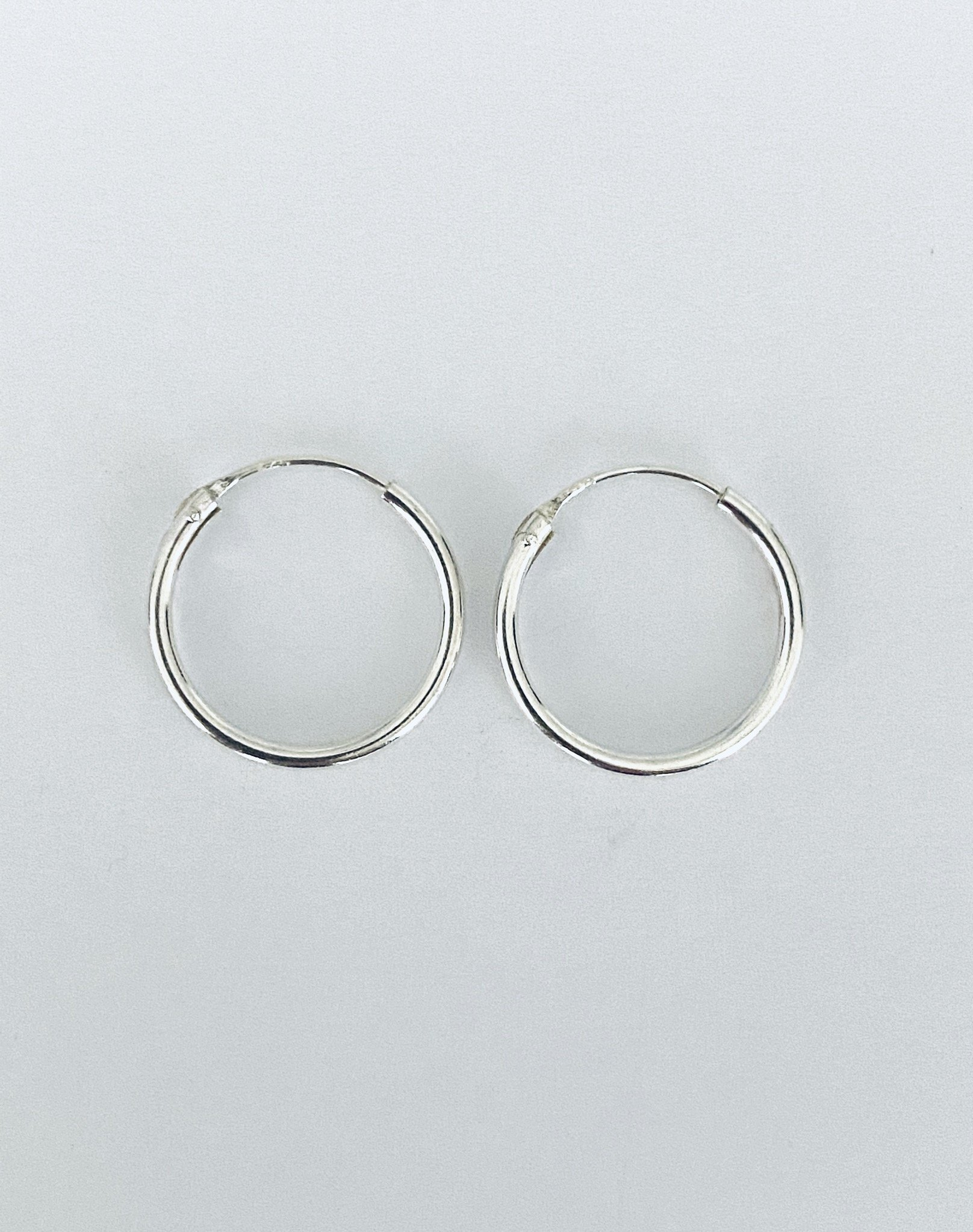 Zilveren oorringetjes. 14 mm.