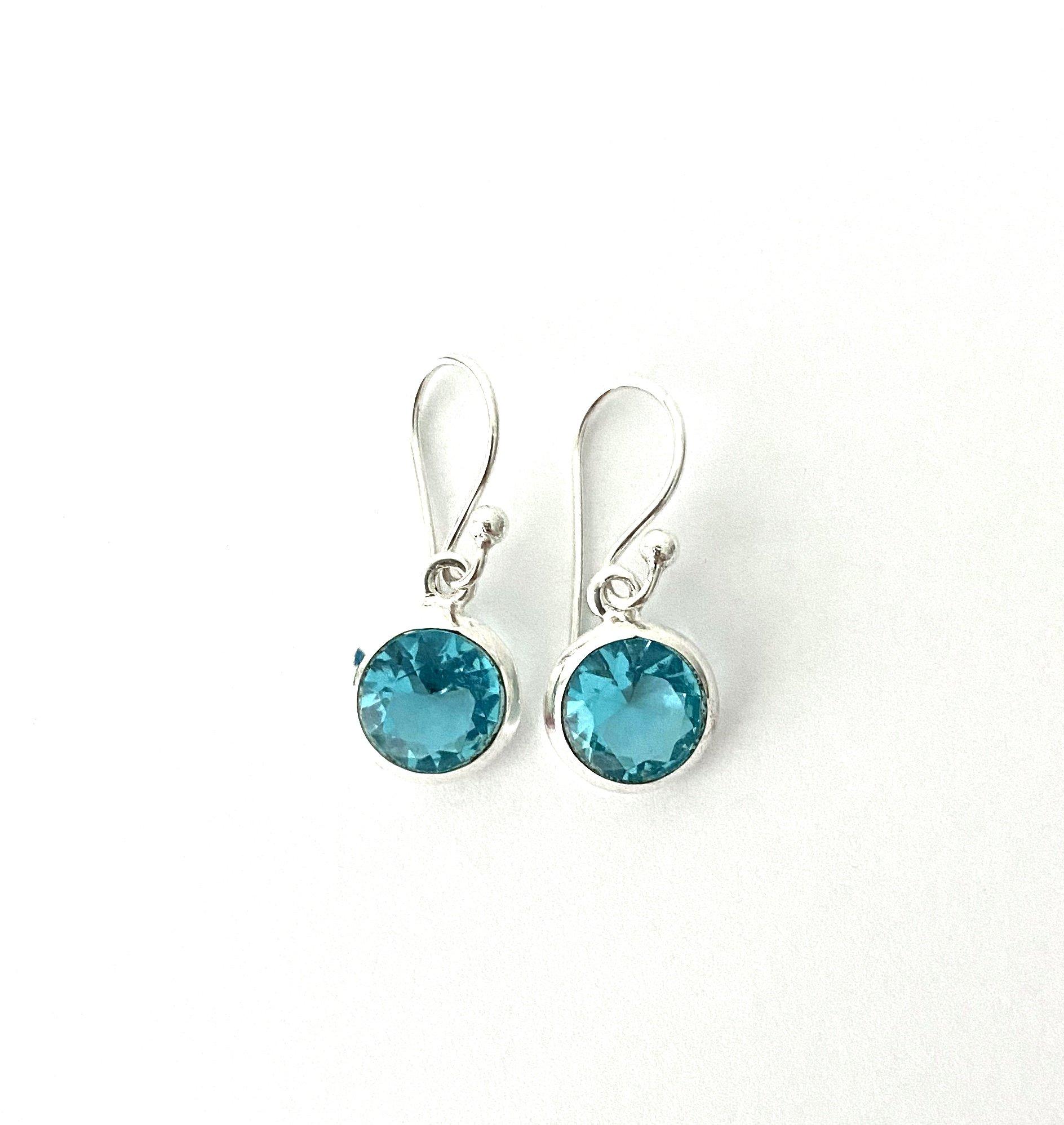 Zilveren oorbellen met blauwe topaas