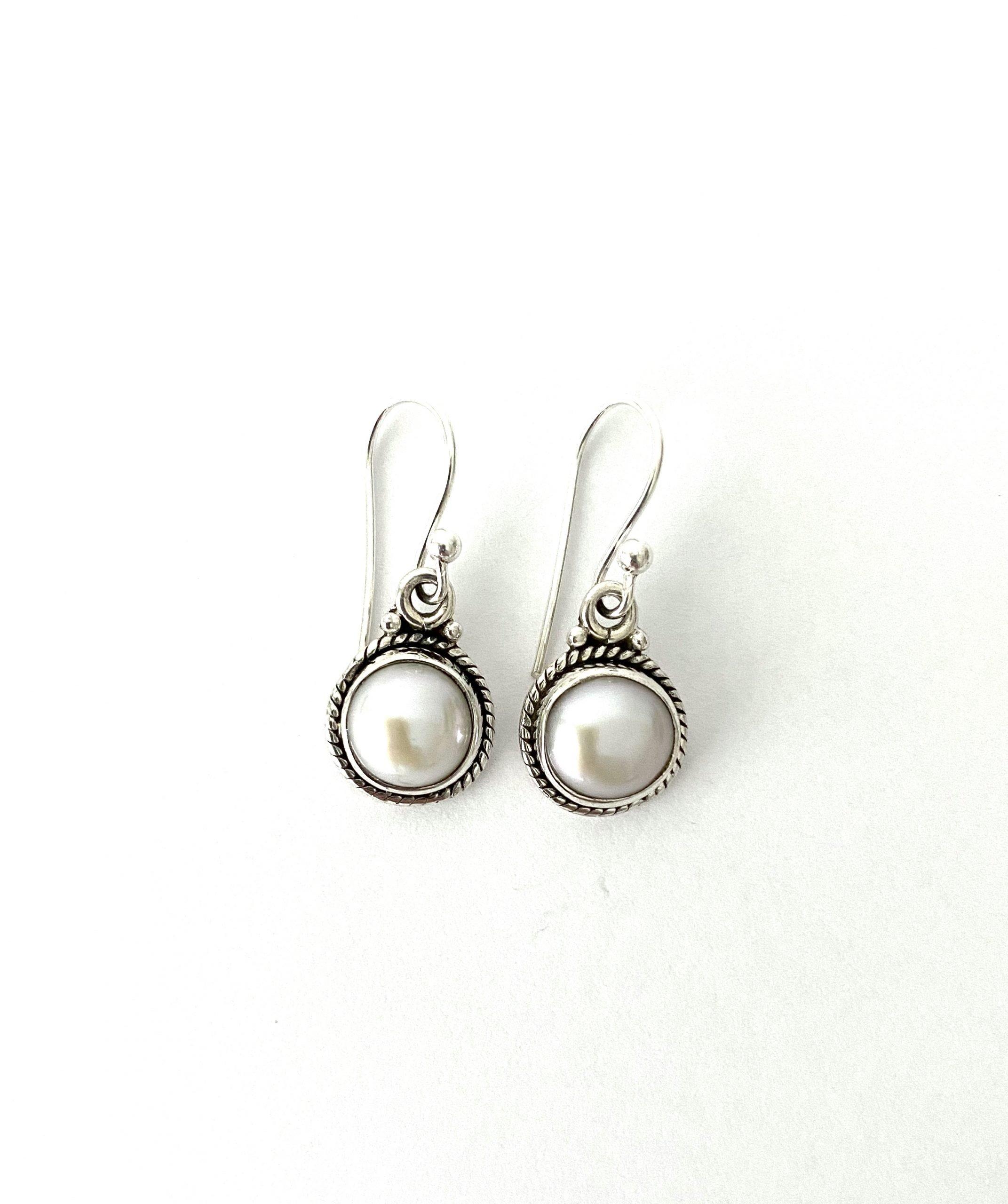 Zilveren oorbellen met een parel