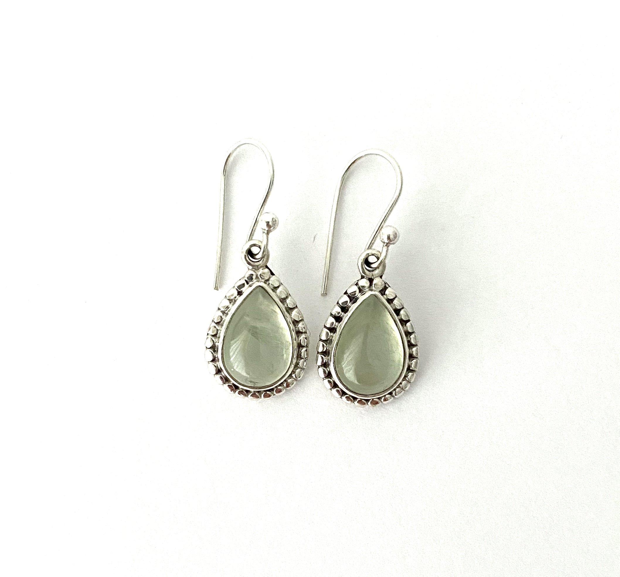 Zilveren oorbellen met olivijn