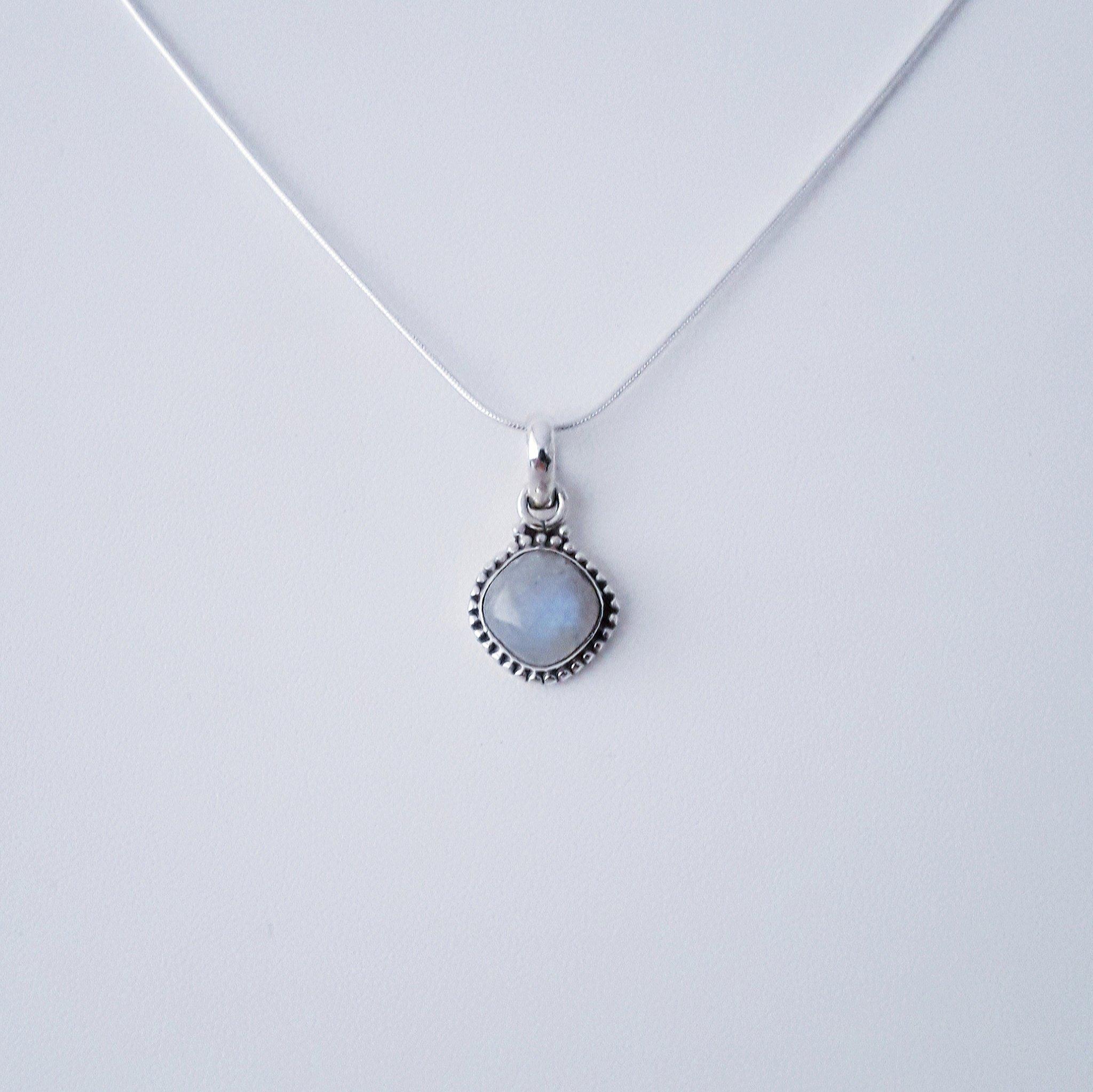 Zilveren hanger met maansteen