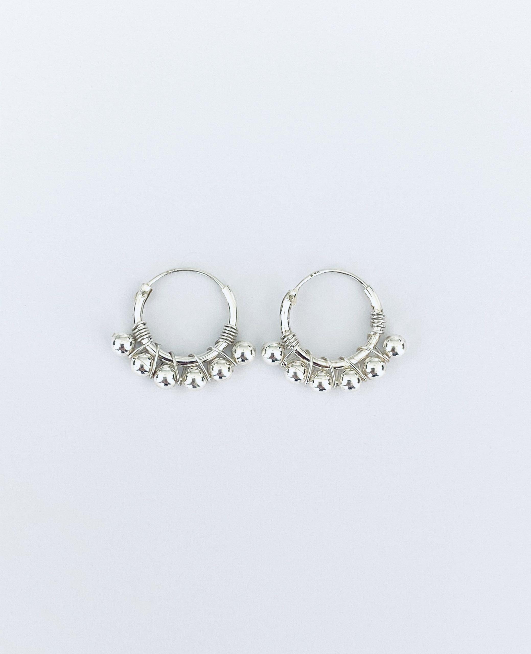 Zilveren oorringetjes. 10 mm.