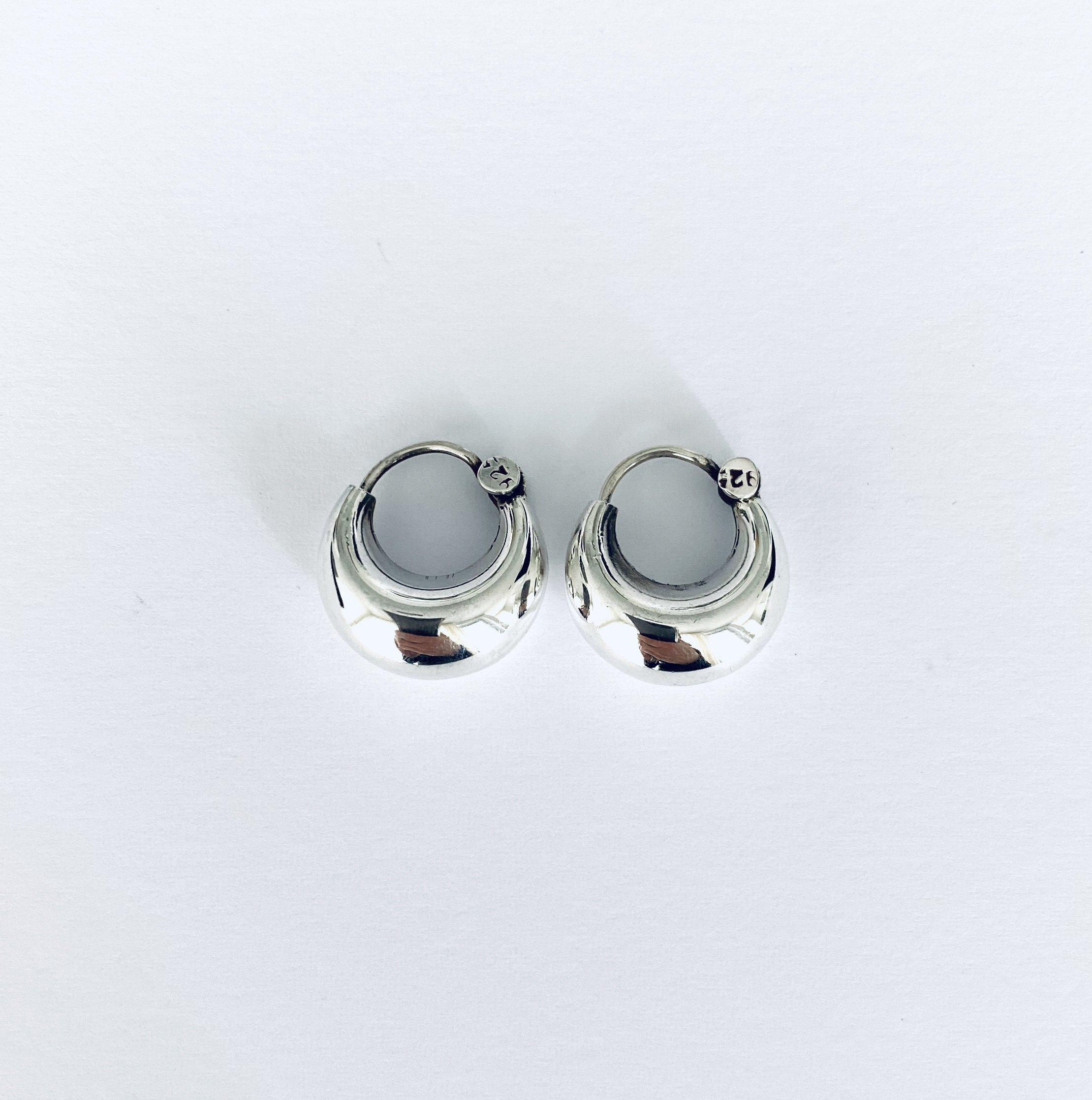 Zilveren creolen. 8 mm.